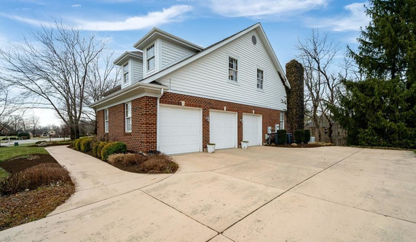 Picture of 35 Lincolnshire Lane, Springboro, OH 45066